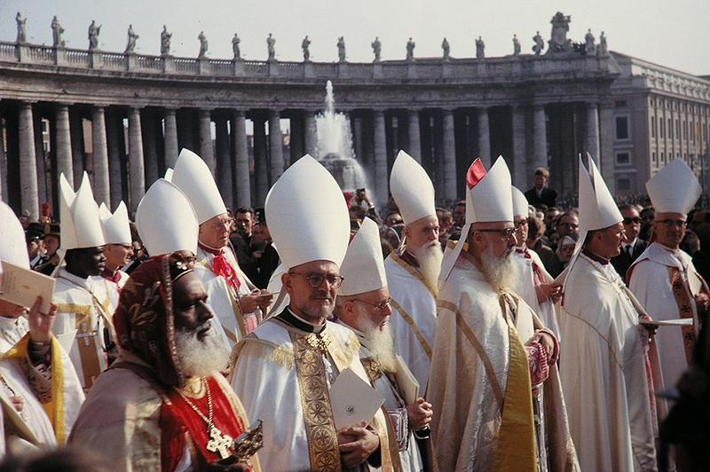 Se inaugura el Concilio Vaticano II