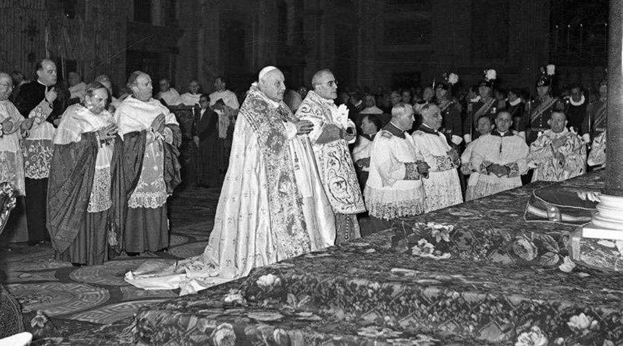El Papa Juan XXIII anuncia la celebración del Concilio Vaticano II